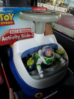 ディズニー ピクサー トイストーリー3 バズ&フレンド アクティビティ ライドオン