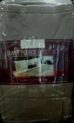 (名無し)さん[1]が投稿したNEMCOR 日本ダブルサイズ DUVET FLEECE SHEET SET フリースベッドカバー4点セットの写真