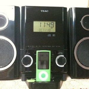 TEAC iPhone/iPod ドック付き CDプレーヤー CD-X70i