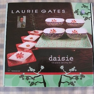 LAURIE GATES daisie 13-piece serving set