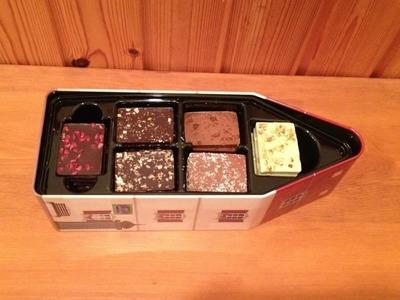 (名無し)さん[4]が投稿したレ・ショコラ イヴ チュリエ HOUSE TIN BOX チョコレート アソートの写真