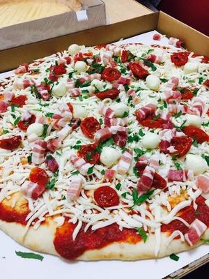 あやのさん[2]が投稿したカークランド 丸型ピザ パンチェッタ&モッツアレラの写真