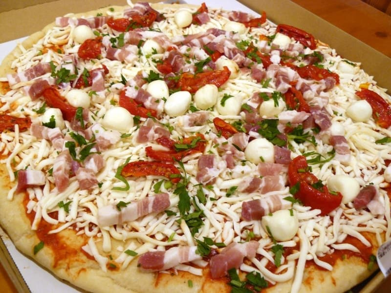 [8]が投稿したカークランド 丸型ピザ パンチェッタ&モッツアレラの写真