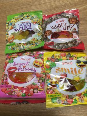 もも末吉さん[3]が投稿した絵文字グミ emoji all stars gummy mixの写真